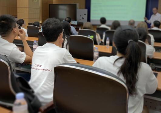 Kinesiske studenter i forelesningssal