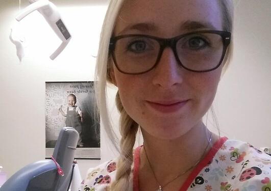 Tannpleier Christina T. Solberg ved tannlegestolen