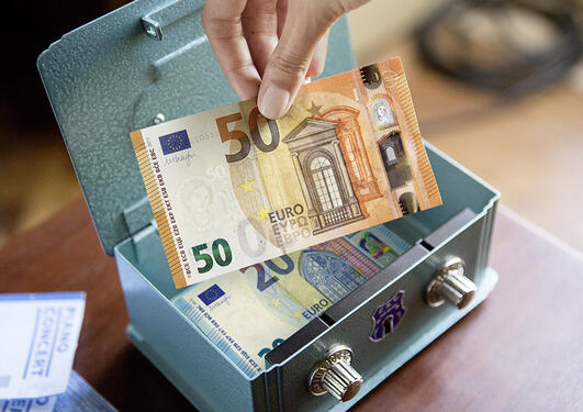 50 Euro note illustration