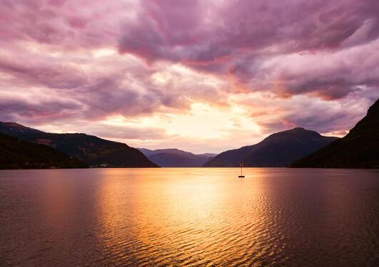Solnedgang i Hardanger, illustrasjonsbilete