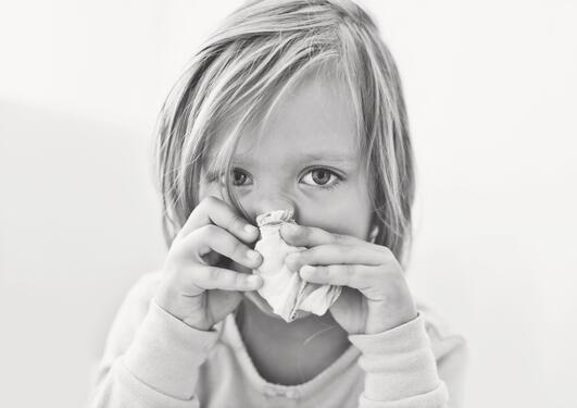 Sykt barn pusser nesen