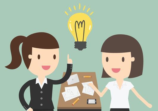 To damer som får en ide illustrert av lyspære over hodet.