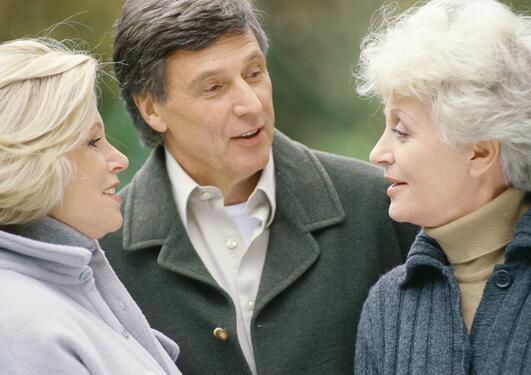 Bildet viser tre personer