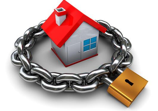 Illustrasjon av hus med kjetting og lås rundt