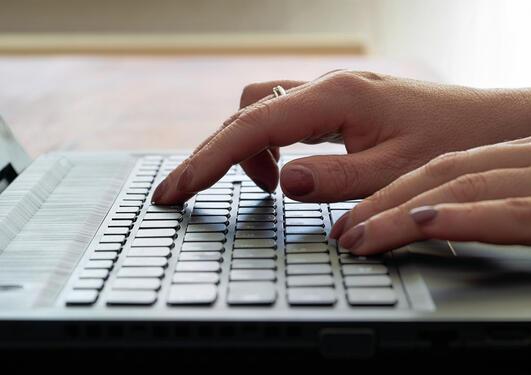 Tastatur på laptop