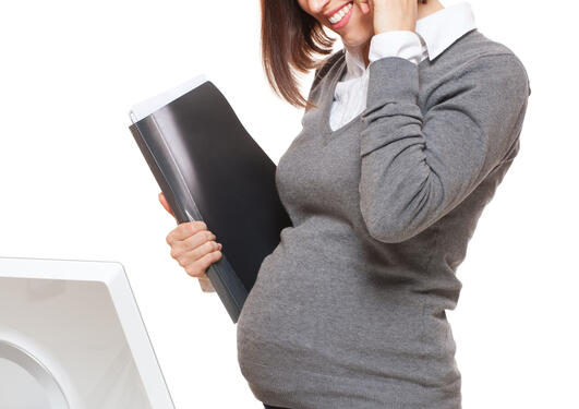 Bildet viser en gravid kvinne.