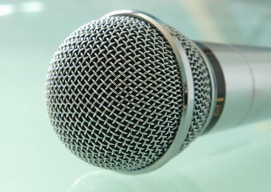 mikrofon tett på