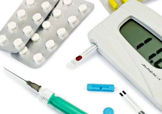 Legemidler og utstyr til behandling og oppfølging av diabetes.