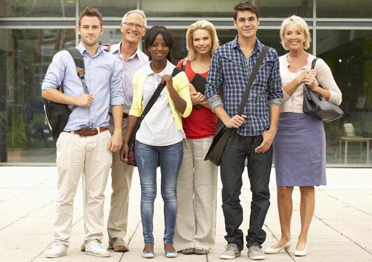 Gruppe studenter klar til studiestart
