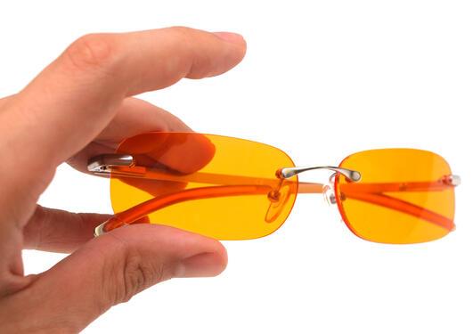 blåblokkerende briller, orange briller