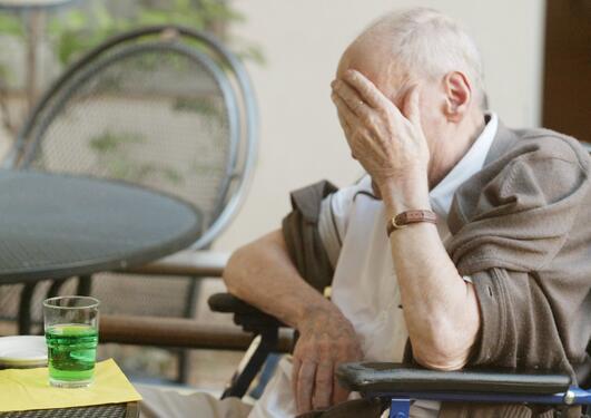 colourbox eldre mann i rullestol