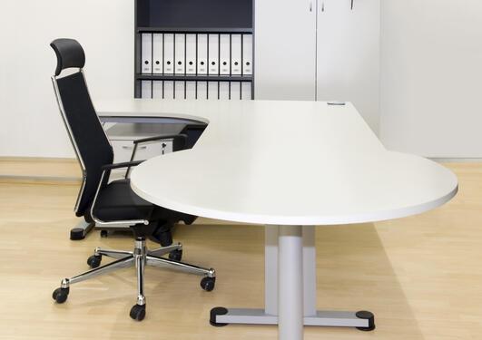 Bilde viser arbeidsstol og bord