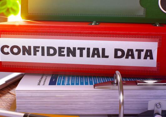 Permer med data på papir