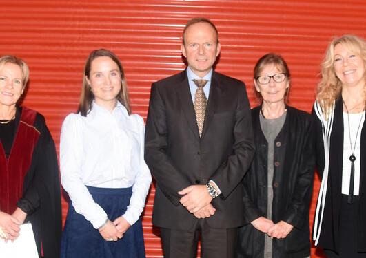 Ph.d.-kandidaten Elisabeth Schilbred Eriksen sammen med komite medlemmer