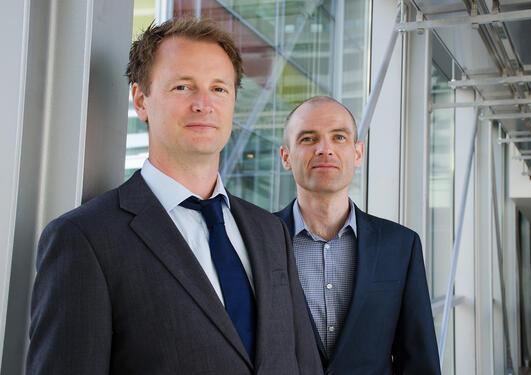 FORSKING MED RESULTAT: Frode S. Berven og Stian Knappskog er årets vinnarar av Søren Falchs juniorpris.