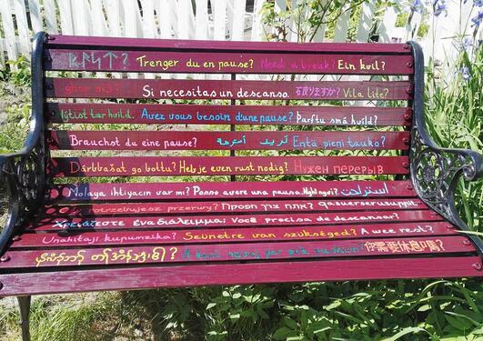 Fleirspråkleg benk