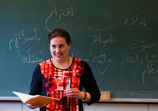 Førsteamanuensis Ludmila Ivanova Torlakova underviser arabiskstudentene.