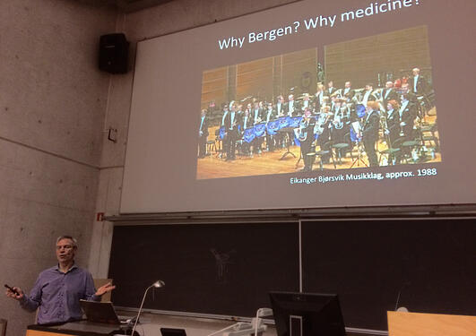 Bjørn Tore Gjertsen teaching in the auditorium.