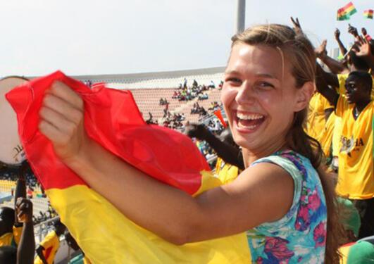 Gunhild Laxaa på landskamp i Ghana.