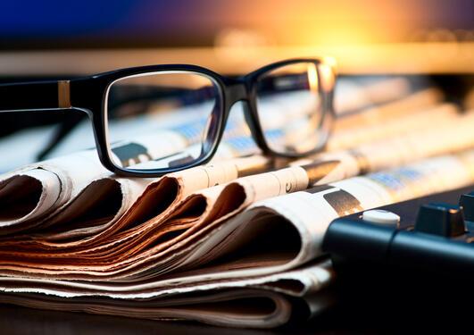 briller på avisene