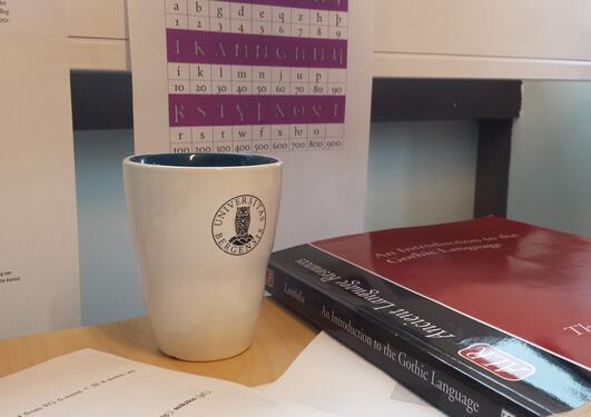 Material til gotisk lesegruppe, kaffe, grammatikk og lærebok
