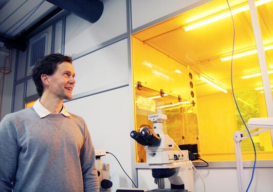 Martin Møller Greve drømmer om å forske seg frem til høyeffektive solceller som kan løse fremtidens energibehov.
