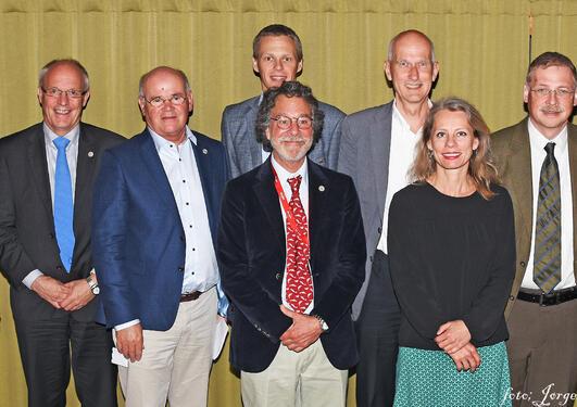 oversiktsbilde vinnere, Falch foreleser og dekan