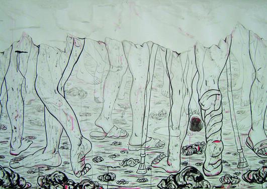 Svart hvitt maleri av føtter som går på et steinete underlag.