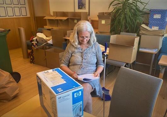 Ingrid Holsen, Hemil