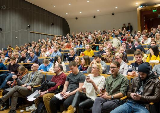 Bilde av fylt auditorium på orienteringsmøtet for historie lavare grad 10. januar 2018