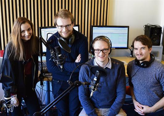 Historiestudenter i studentradioen sitt studio