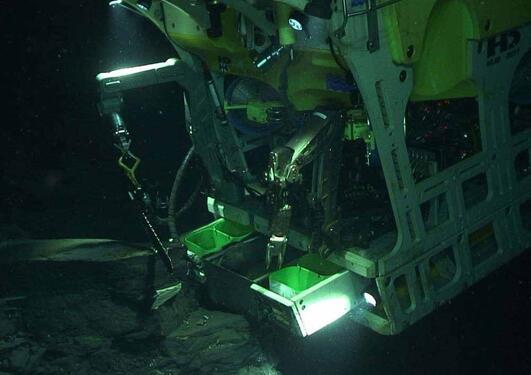 Bilde av fjernstyrt forskningsfartøy under vann