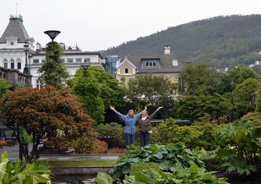 Malin Kleppe og Kajsa Amundsen er instituttets nye undervisningsassistenter.