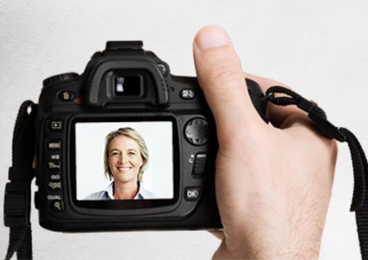 Digitalt fotoapparat med portrett visningsruten