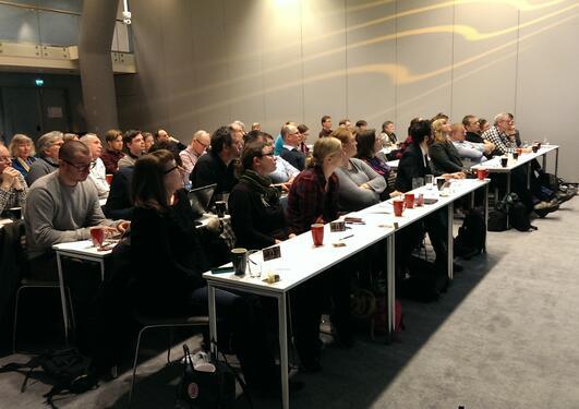 Deltakerne under et plenumsinnlegg på strategidagen