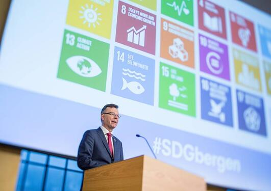 Rektor Dag Rune Olsen på Bærekraftskonferansen i Bergen SDGbergen