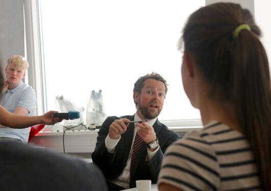 Kunnskapsminister Torbjørn Røe Isaksen på Amalie Skram VGS