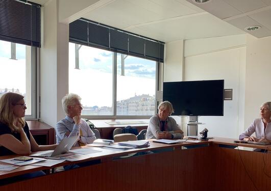 Viserektor Annelin Eriksen ved Universitetet i Bergen møter UNESCOs direktør for utdanning, Stefania Giannini, i Paris 5. september 2019. Også med på bildet Tor Halvorsen fra UiB og diplomat Danckert Vedeler.