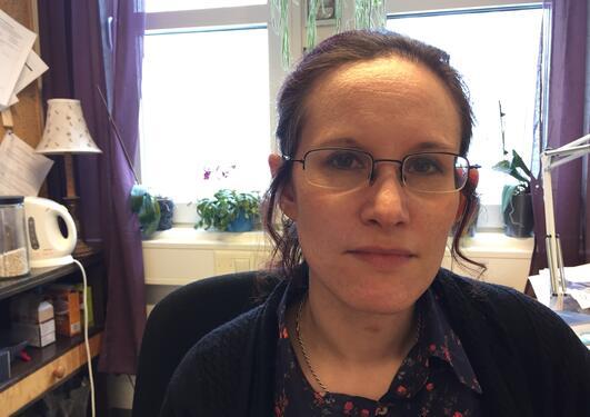 Professor Kristine Jørgensen, Institutt for informasjons- og medievitenskap, Universitetet i Bergen (UiB), fotografert på sitt kontor i april 2017 i anledning opprykk til professor.