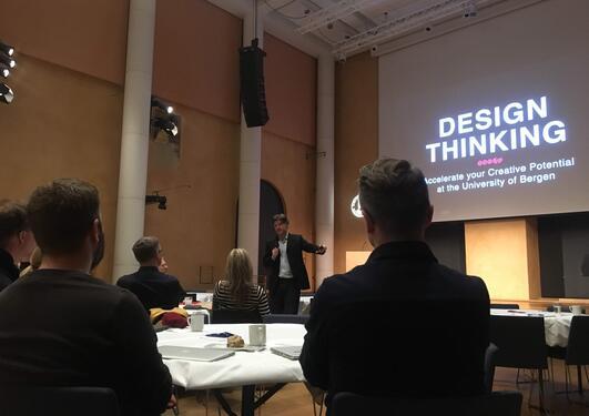 Justin Ferrell, presentasjon i Aulaen