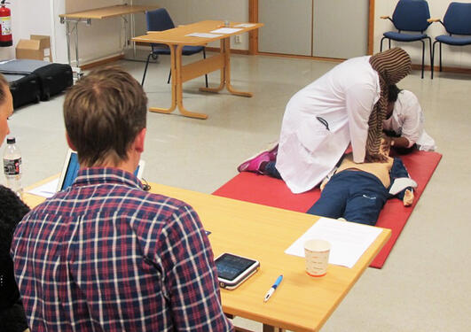 Studenter under OSCE-eksamen