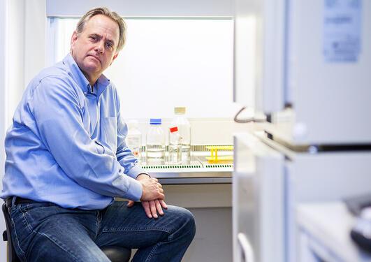 James Lorens i laboratoriet.