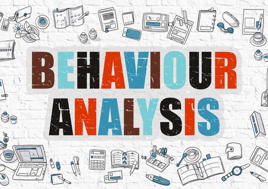 """Teksten """"behaviour analyses"""" med en rekke hverdagslige bruksting tegnet rundt"""