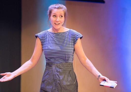 Ph.d-kandidat Julie Ane Ødegaard Borge på scenen under Forsker Grand Prix 2015 under Forskningsdagene i Bergen.