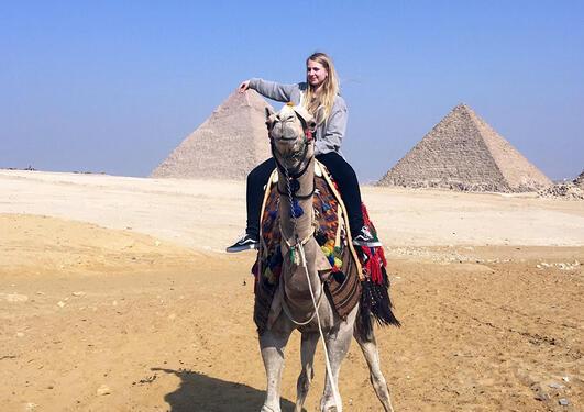 Antrostudent på kamelryggen