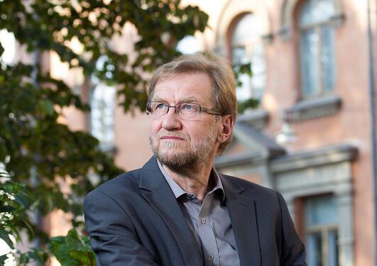 Professor Pauli Kettunen
