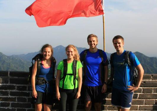 Fire UiB-studentar på Den kinesiske muren.