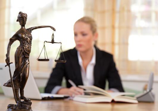 Advokat og en status av fru fortuna