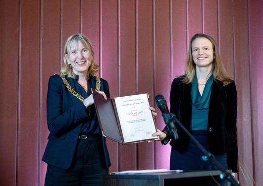 Laura Saetveit Miles mottar Meltzerprisen for yngre forskere
