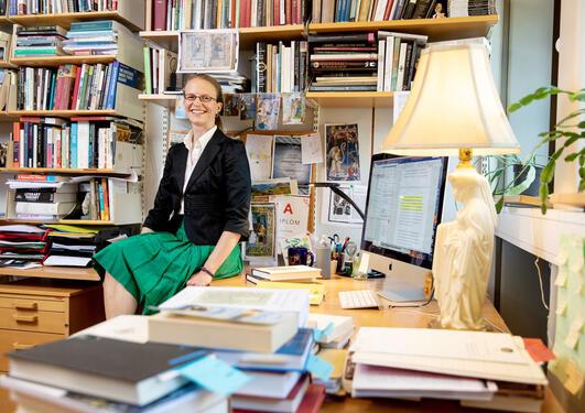 Laura Saetveit Miles på kontoret